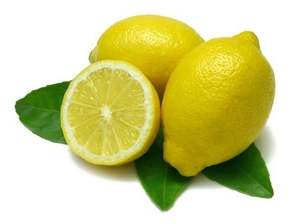 Лимон – отличный помощник. Но только не для белой ткани