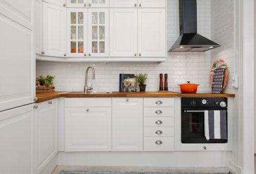 Чистим мебель на кухне