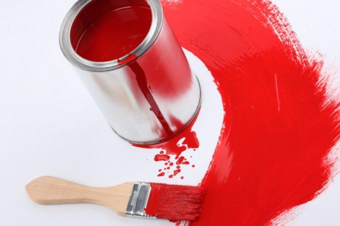 Для устранения пятен масляных красок существует множество средств
