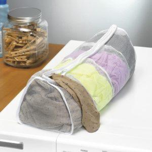Используйте такой мешок, чтобы не растерять мелкие вещи при стирке