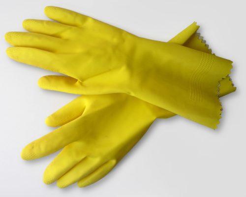 При работе с активными веществами лучше надеть перчатки