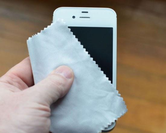 Белый телефон – чем отмыть расскажем далее