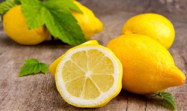 Лимон борется с запахами