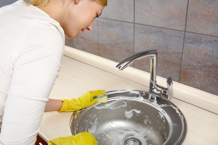 Чем чистить раковину из искусственного камня на кухне: советы с видео
