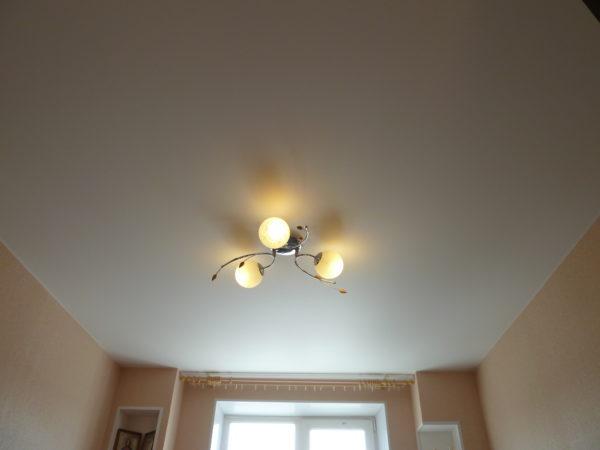 Благородный матовый потолок