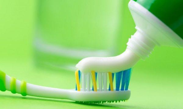 Для белых вещей – зубная паста