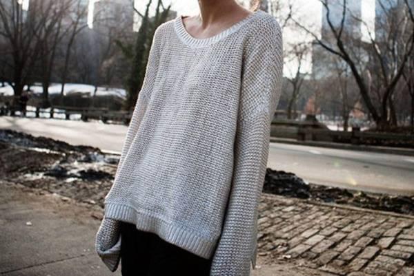Растянутый свитер сегодня в моде. Но не в нашем случае
