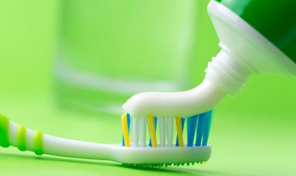 Зубная паста – хорошее чистящее средство и в данном случае