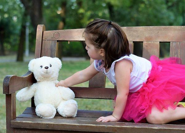 Если ребенок везде берет с собой игрушку, без периодической чистки не обойтись