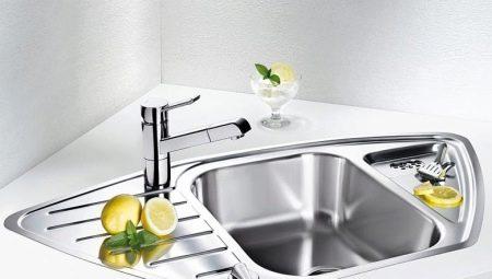 Как отбелить акриловую раковину – протереть её чистым лимонным соком.