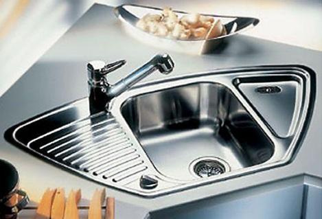 Кухню следует держать в чистоте. Генеральную уборку нужно проводить регулярно. Есть такие места на кухне, на которые следует обратить особое внимание. Например, раковина.
