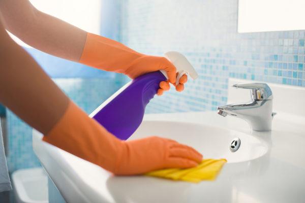Менее серьезные потемнения можно почистить питьевой содой