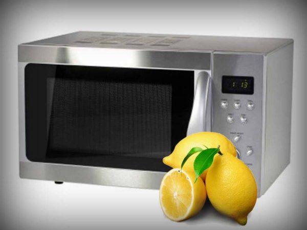 Мытье микроволновки с помощью лимона