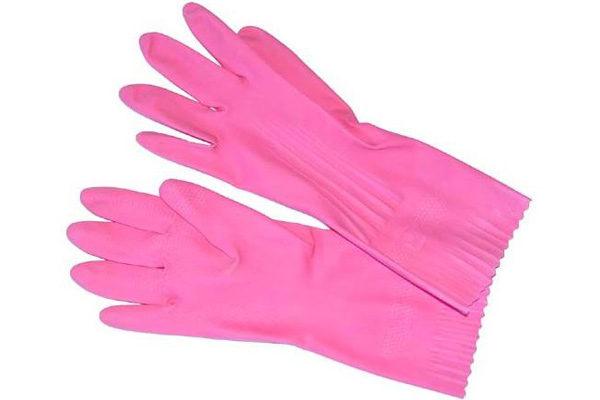 Позаботься о безопасности своих рук - обязательно надень резиновые перчатки
