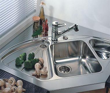 Все эти нехитрые меры помогут сделать раковину из нержавейки на кухне снова чистой и гигиеничной