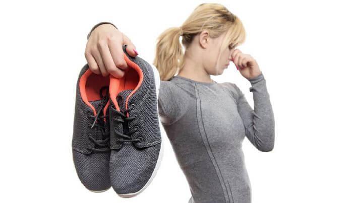 Чем убрать запах пота из обуви в домашних условиях